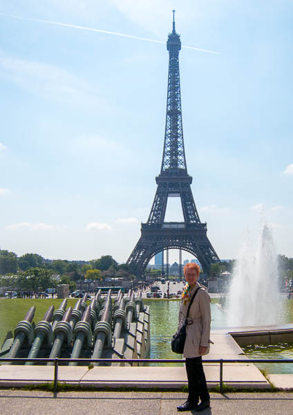 Photo of Joy in front of the Eiffel tower