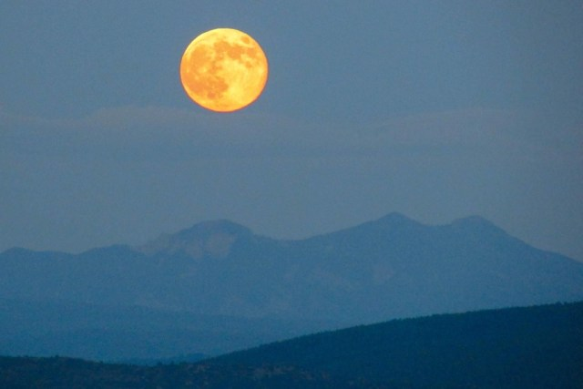 Full Moon-Chmny Rock 2014-0810-31