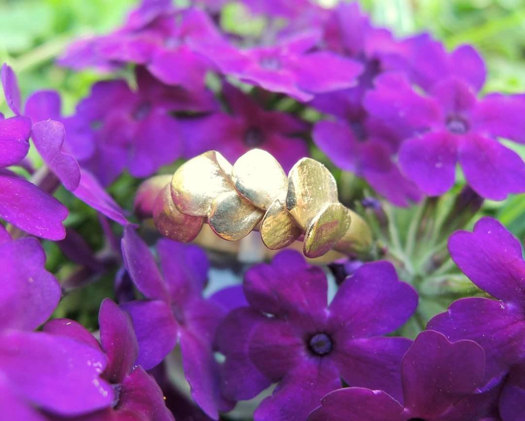 bague en or 18 carats avec petites feuilles