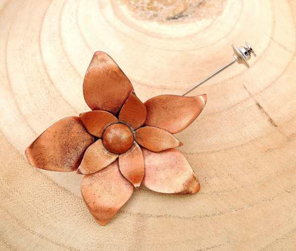 broche fleur en cuivre