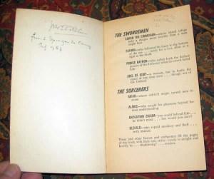 """Libro """"Sword and Sorcery"""" con la firma di J.R.R. Tolkien"""