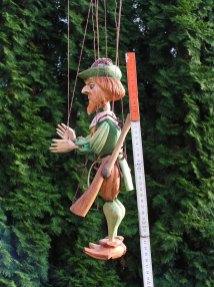 Dřevěná loutka Myslivec