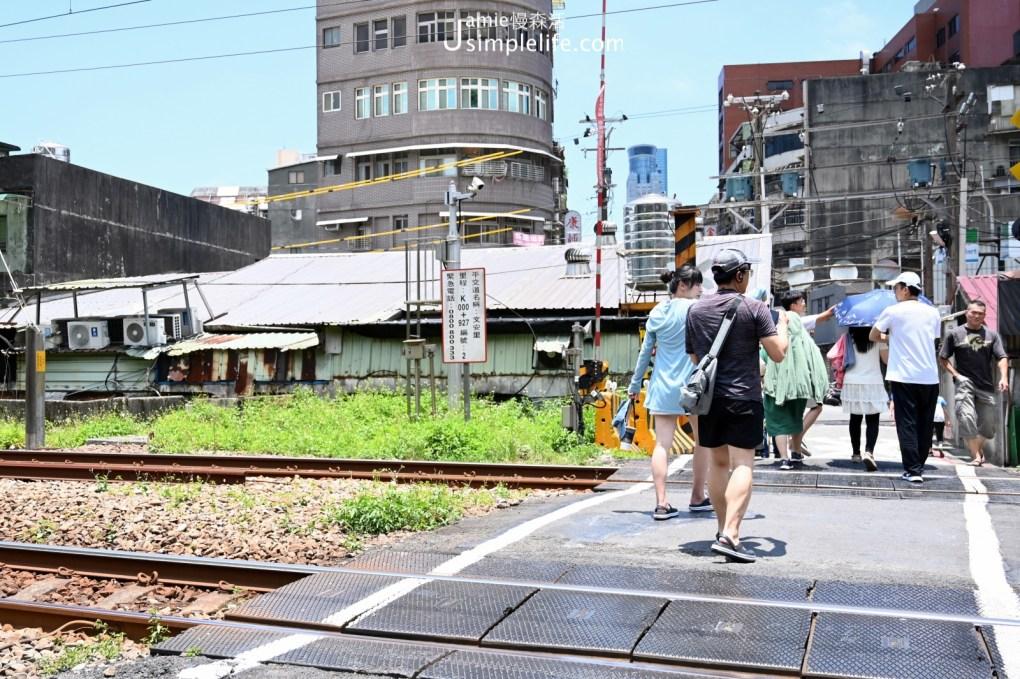 漫步基隆舊時光 三坑車站附近平交道
