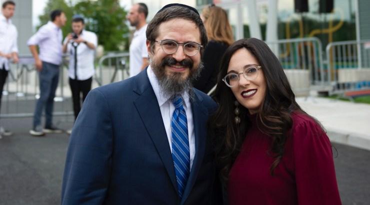 Casal judeu constrói shopping para crianças com autismo e outras necessidades especiais (vídeo) 23