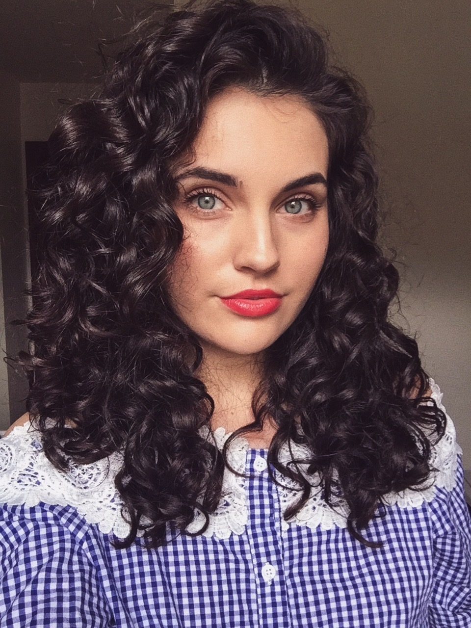 How to do a pineapple bun for short curly hair