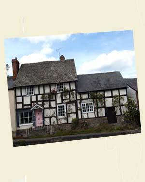 Pembridge Cottages Postcard Angle - Ref L13