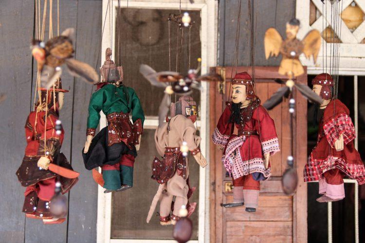 Marionnettes dans les rues de Luang Prabang