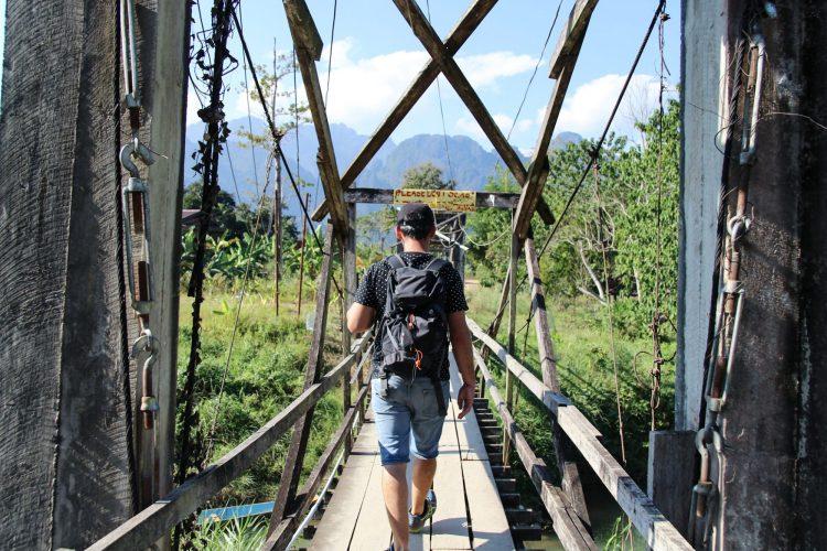 Pont suspendu à Vang Vieng