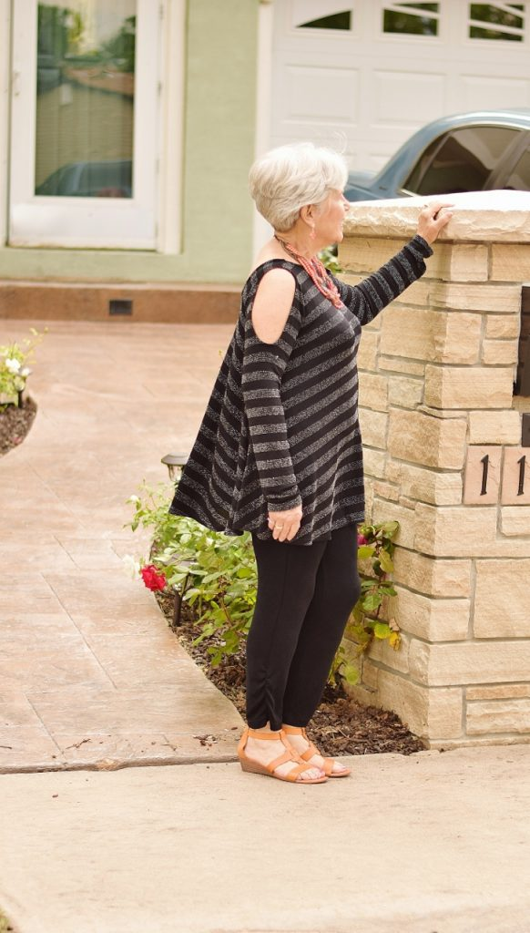 Black outfits for summer for older women