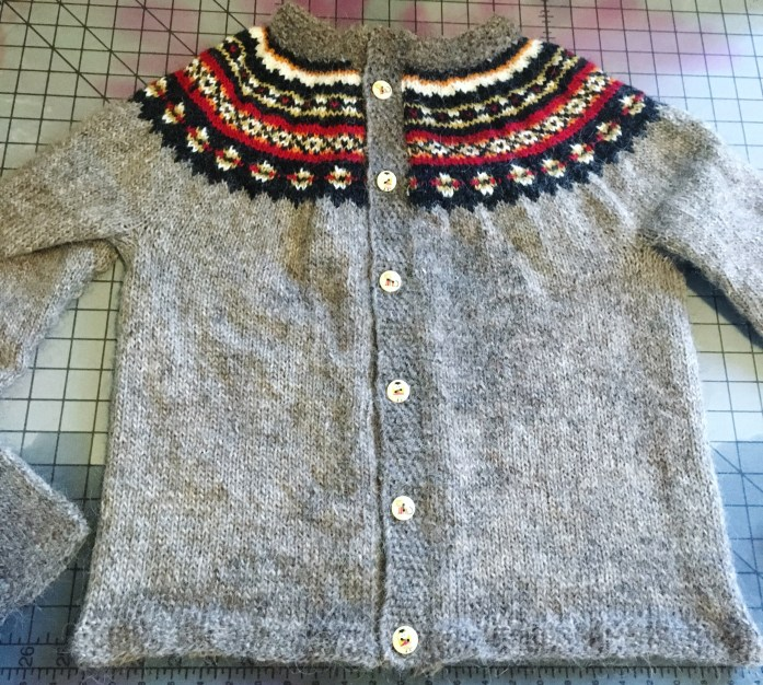 Handknitted sweater with Icelandic yarn
