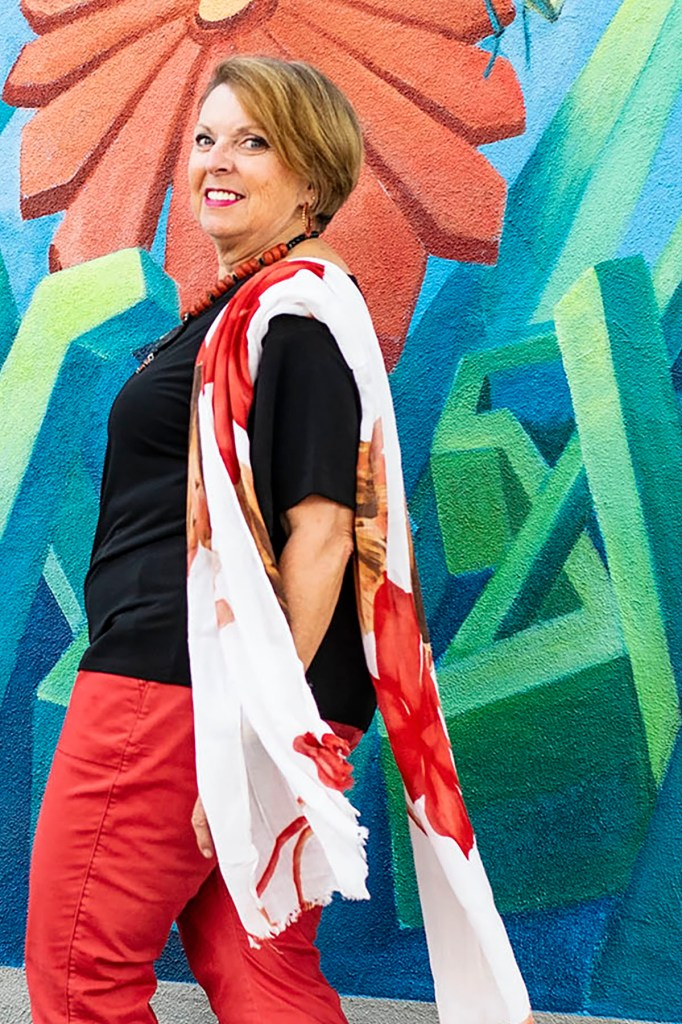 Woman over 60 and how to style a scarf in the summer