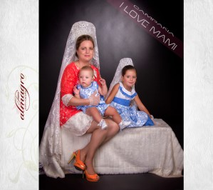 Fotografia de estudio, mamá con hijos de la promocion I LOVE MAMI de Juan Almagro Fotografo de Bodas Jaén, Fotografia Artistica