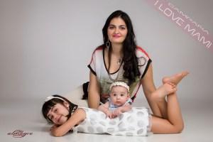 Foto de mamás con niños de la promocion I LOVE MAMI de Juan Almagro Fotografo bodas jaén