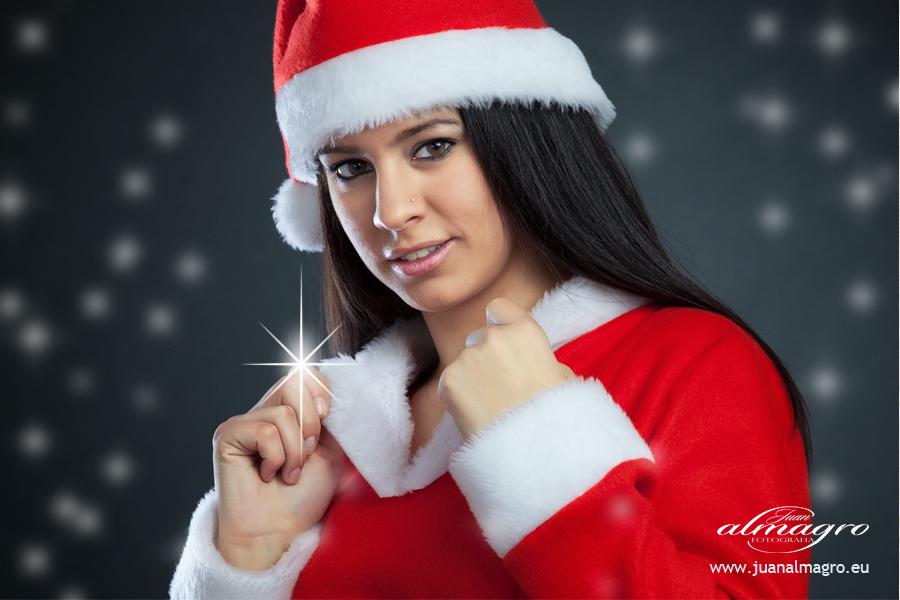 Regala recuerdos, tus fotos de estudio por navidad en Juan Almagro Fotografos.