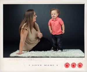 Fotografia de estudio de mamás con niños de la campaña I LOVE MAMI de Juan Almagro Fotografos