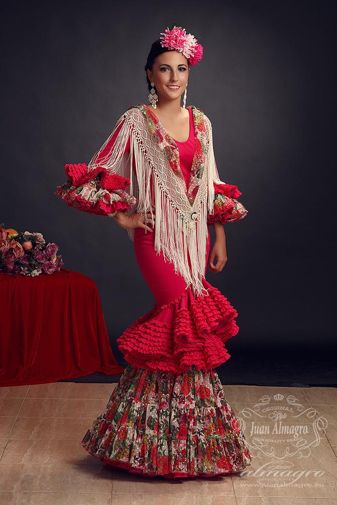 Sesión de fotos de estudio con trajes de gitana por Juan Almagro