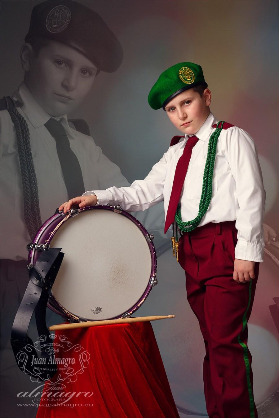 fotos con el uniforme de la Banda de Tambores y Cornetas por Juan Almagro Fotógrafos