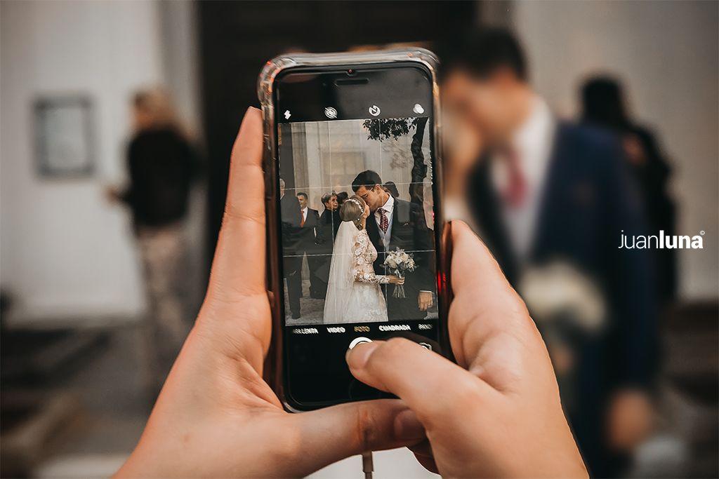 Como elegir fotografo de boda. Fotógrafo de bodas en cadiz. Fotografía de bodas natural y espontánea. El mejor fotógrafo de bodas de cadiz. Fotoperiodismo de boda. Buscar fotografo de boda. Entrada de la novia en la iglesia. Fotografía día de la boda.