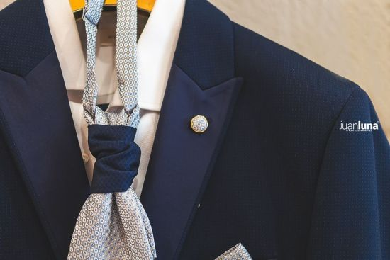 Detalle traje de novio. Pandemic Wedding - El Reportaje de Bodas de Mercedes & Juan