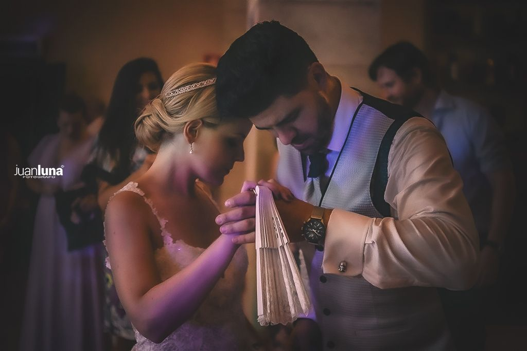 El baile de los novios es un momento que no puede faltar en el Reportaje de Bodas. Pandemic Wedding - El Reportaje de Bodas de Mercedes & Juan