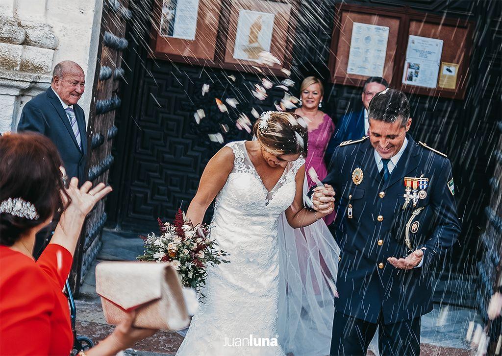 Salida iglesia boda.Fotógrafos de Boda en Cádiz. Fotógrafo de Boda en Cádiz, Comunión y Eventos. Tu fotografía de boda. El mejor Fotógrafo para boda. Juan Luna Fotógrafo. Cadiz, Andalucía y España. Fotografo de Bodas en Cádiz. Fotógrafos de Bodas en Cádiz. Vídeo de Bodas. Videógrafo de Bodas.