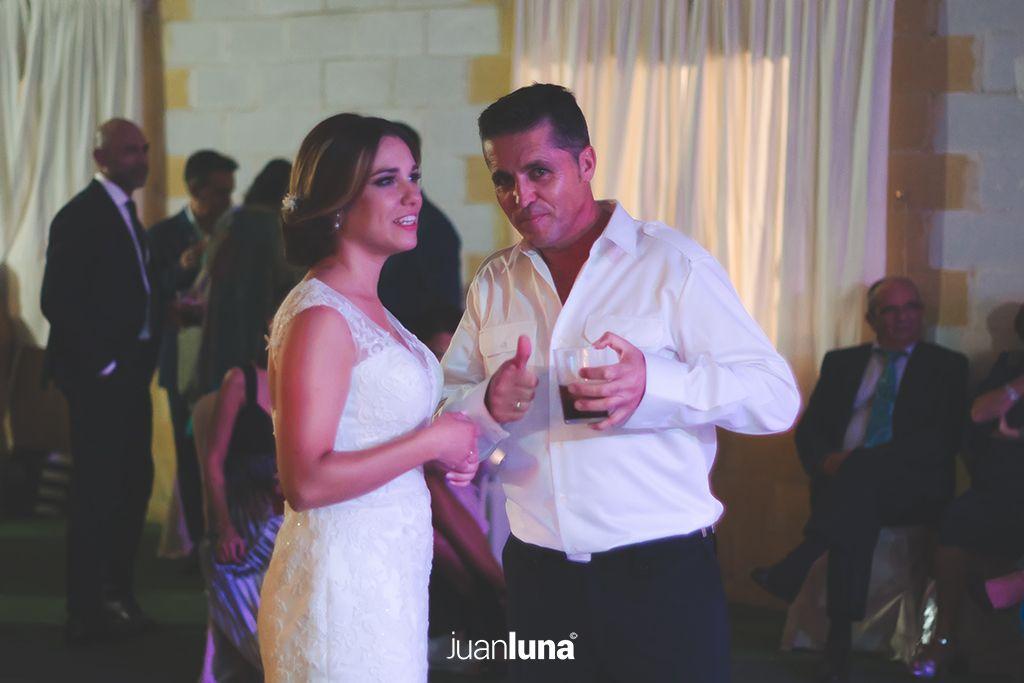 Fotografía complicidad boda de Victoria y Angel