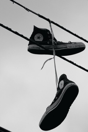 shoe tossing what does it mean