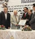 Entregan Reconocimiento a Don Jaime Bermudez Cuaron