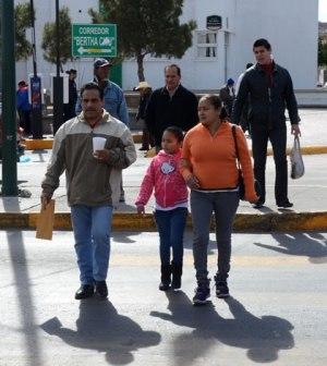 Exhortan a Peatones Tener Precaución al Cruzar Calles