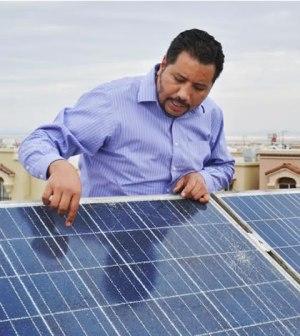 Maestro de UTCJ, Pionero en la Utilización de Energía Renovable