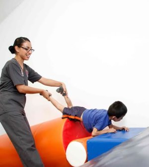 Ofrece DIF Terapias a Personas con Discapacidad