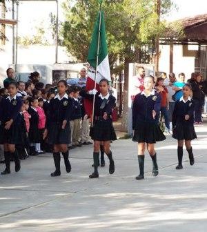 Realizarán Honores a la Bandera en Plaza Benito Juárez
