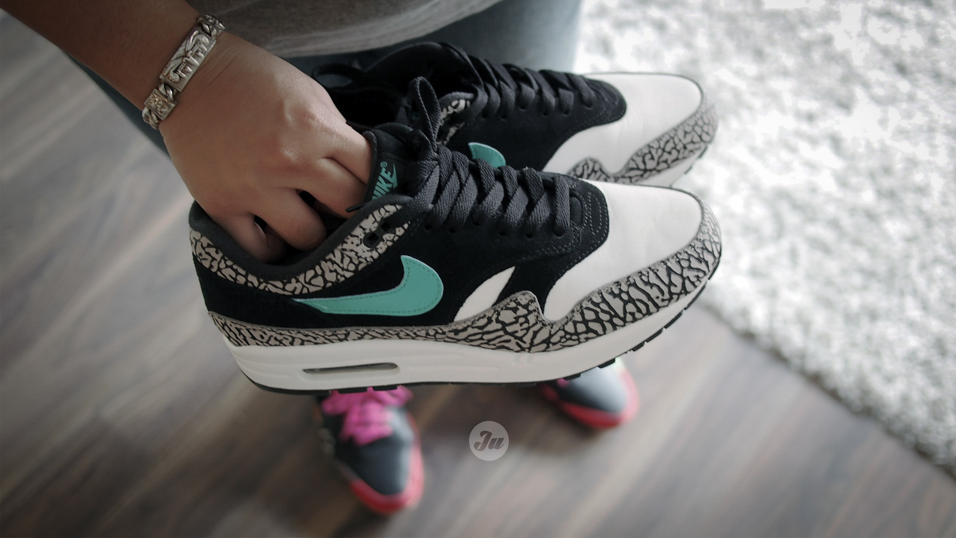 Review W On Feet Video Better Late Than Never The Atmos X Air