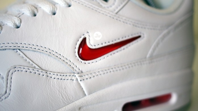 "The jewel Swoosh returns! Reviewing the Air Max 1 Premium ""Rare Jewel"" [with on-feet video]"