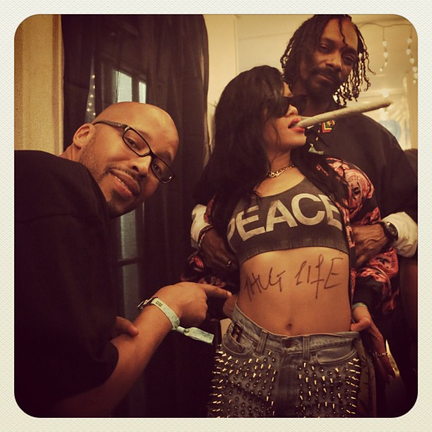 Warren-G-Rihanna-and-Snoop-at-Coachella