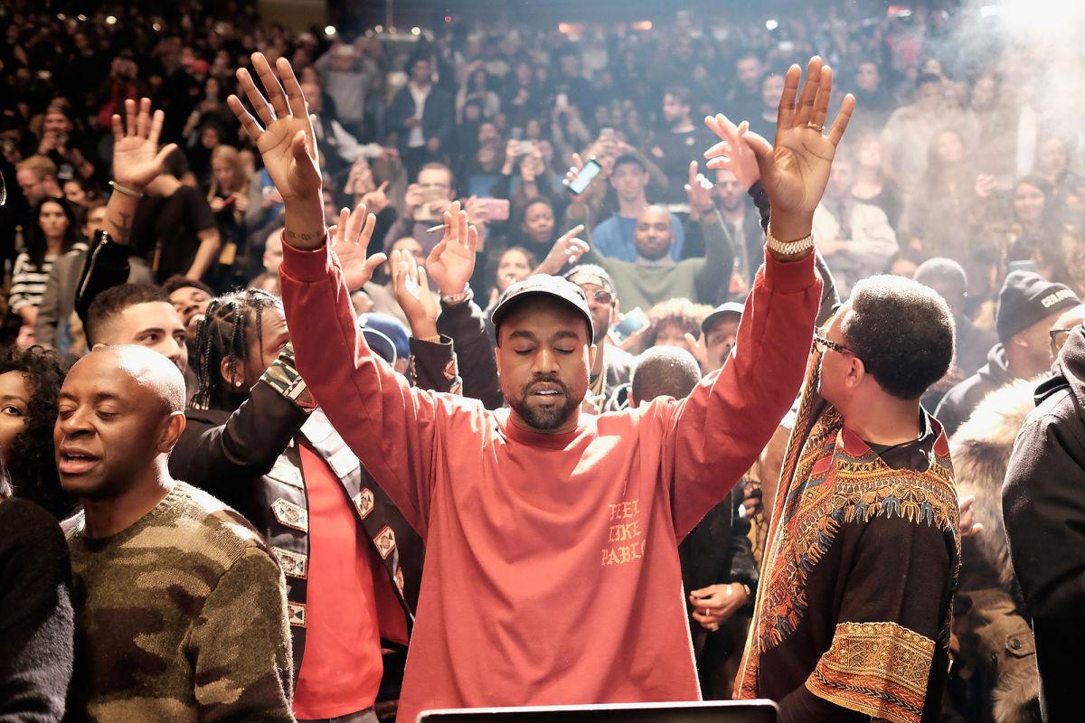 Kanye West Madison Square garden mains levées