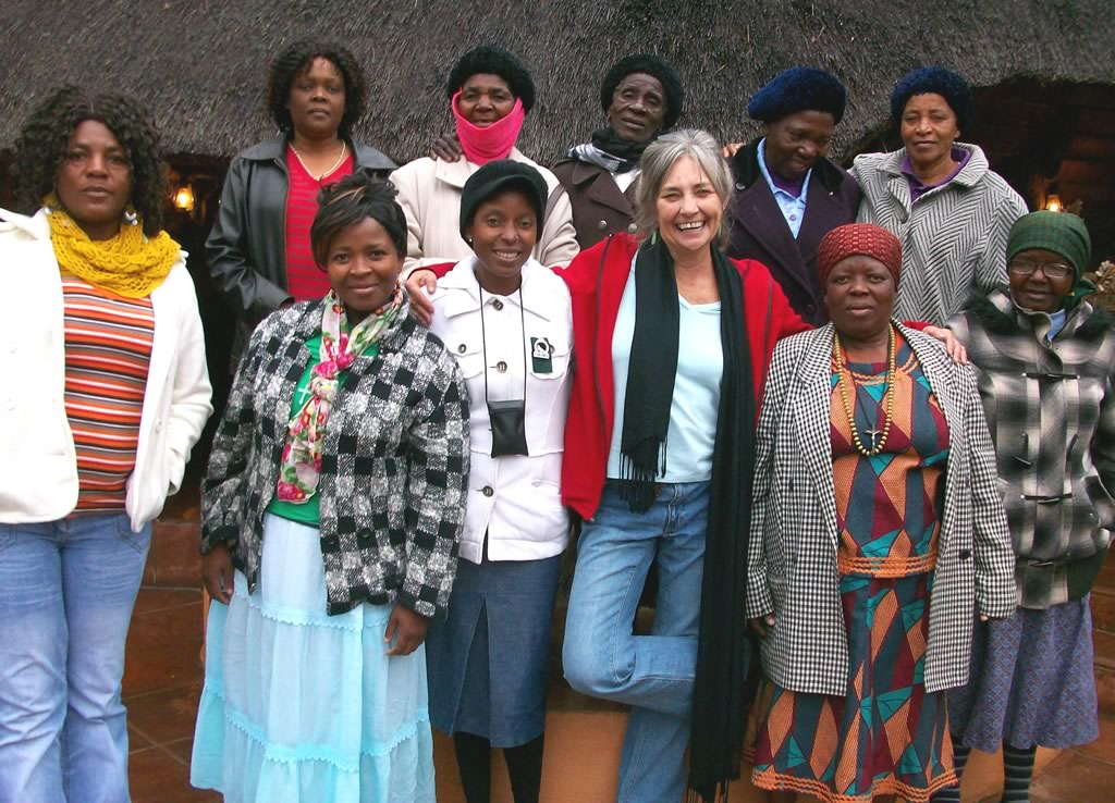 Judith B Miller and the Mapusha Weavers, South Africa   Hand Spun Hope book