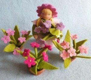 Pippilotta-de-bloemetjes-buiten-zetten