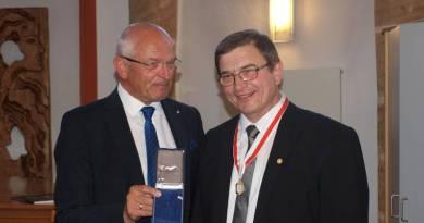 Ehrenmedaille des Bezirks für Georg Schirner
