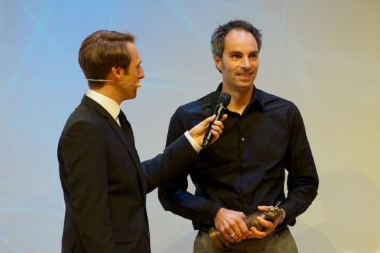 Nils Mohl im Gespräch mit Moderator Marc Langebeck bei der Verleihung des Deutschen Jugendliteraturpreises 2012