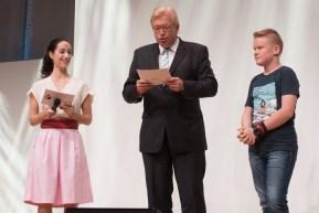 Der Jugendbuchsieger wird von Staatssekretär Ralf Kleindiek verlesen || © Foto: Ulf Cronenberg, Würzburg