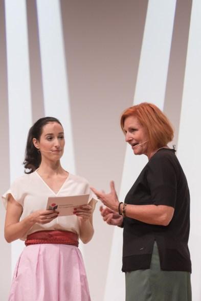 Vivian Pekovic und die Vorsitzende der Kritikerjury Birgit Müller-Bardorf || © Foto: Ulf Cronenberg, Würzburg
