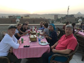 A well-earned dinner with a beatiful view over the Sphinx and pyramides