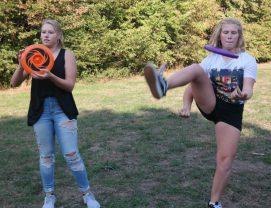 Frisbee zusammen