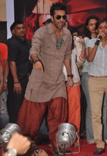 Pathaani style kurta.