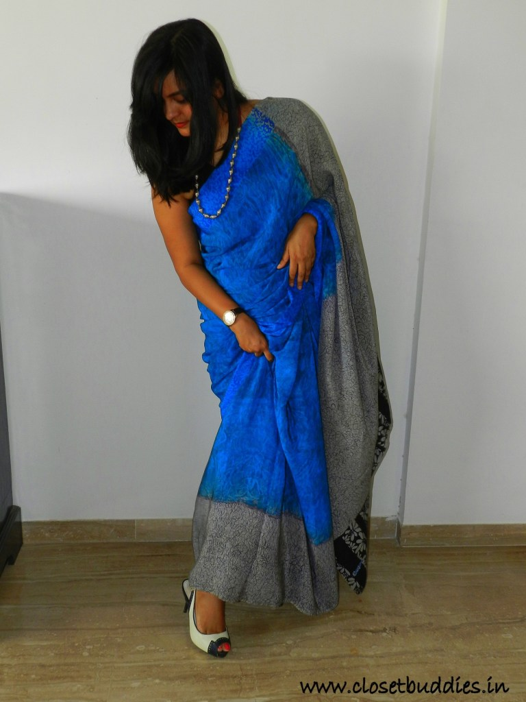 Let me give the saree one last fluff!