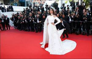 "Indian actress Sonam Kapoor arrives on red carpet for the screening of the film ""Mal de pierres"" (From the Land of the Moon) in competition at the 69th Cannes Film Festival in Cannes, France, May 15, 2016.    REUTERS/Jean-Paul Pelissier"
