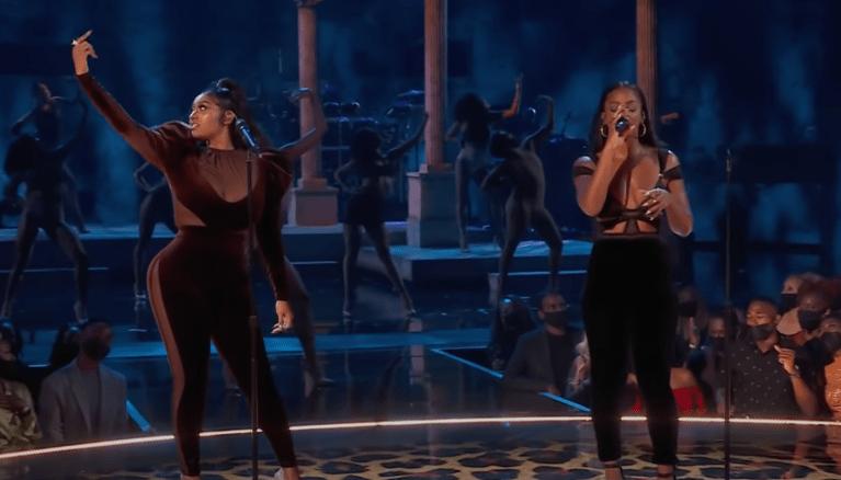 Jazmine Sullivan & Ari Lennox Perform At The 2021 BET Awards (Video)
