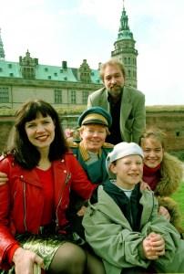 Birgitte Simonsen, Jesper Asholt, Martin Miehe-Renard, Mikkel Konyher og Mia Nielsen-Jexen på Kronborg | © DR