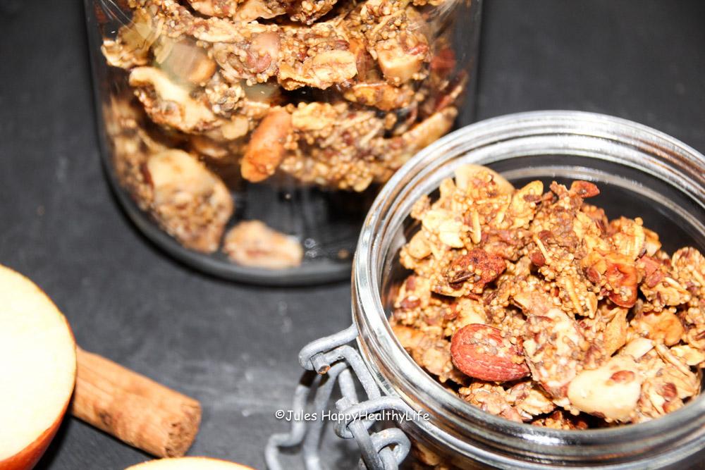 fertiges-warmes-apfel-zimt-granola-selbstgemacht-jules-happyhealthylife